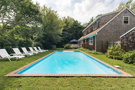 Walk to Village, Bike to Ocean, Relax in Solar Heated Pool