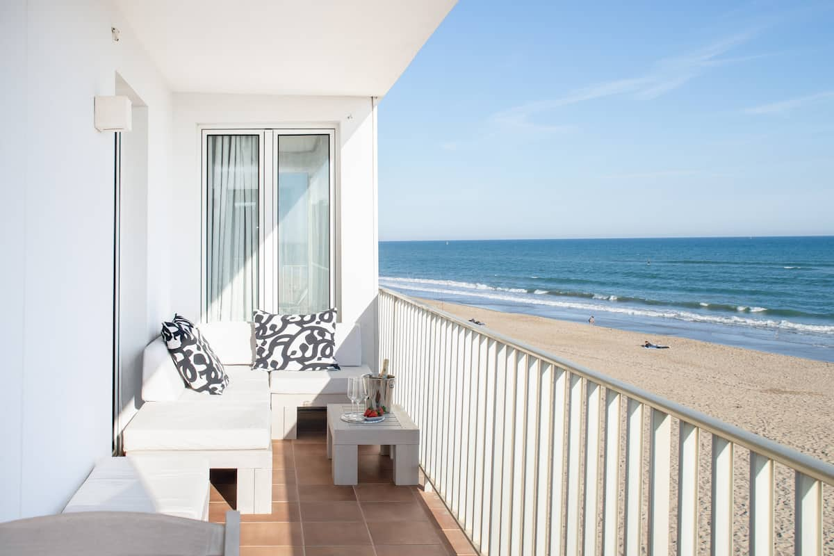 Amazing Beachfront Apartment, Three Balconies, Sea Views
