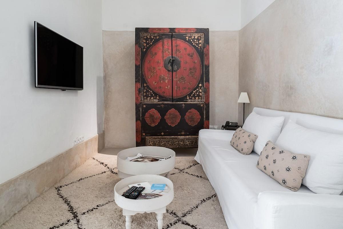Idyllic Remodeled Villa in the Medina Quarter