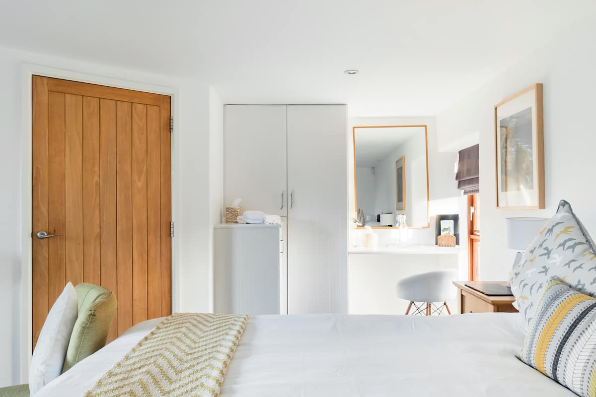 Guest Room in an Impressive Renovated Barn near Padstow