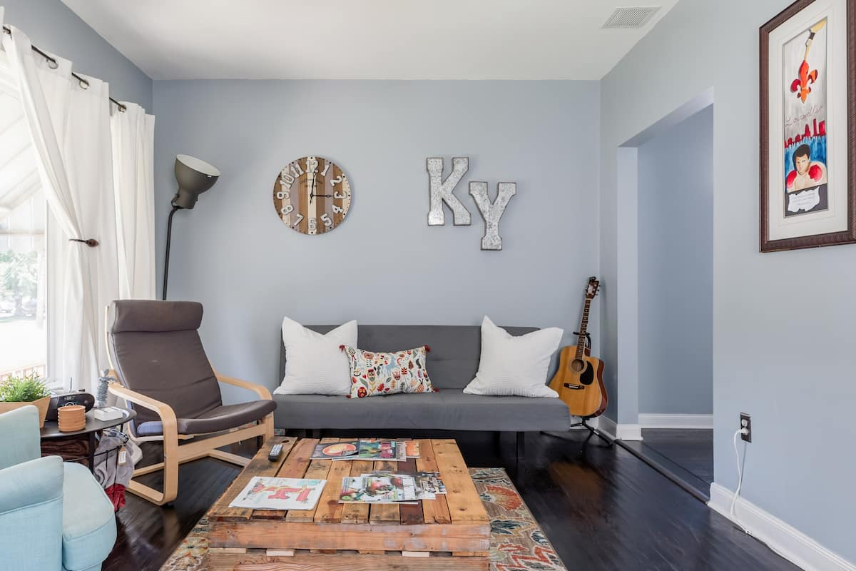 Discover Louisville From a Vibrant Home in Irish Hill
