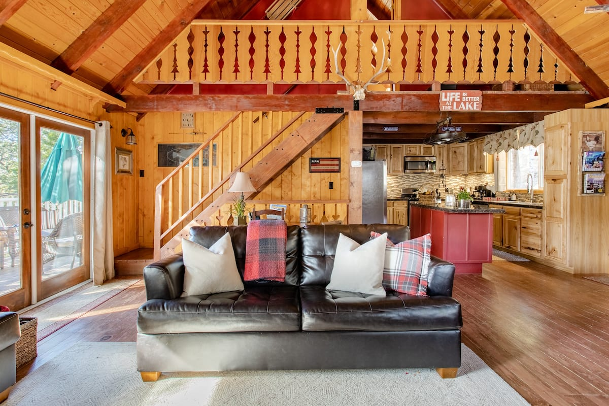 In-Village Tree House Chalet With 3 Luxurious Levels