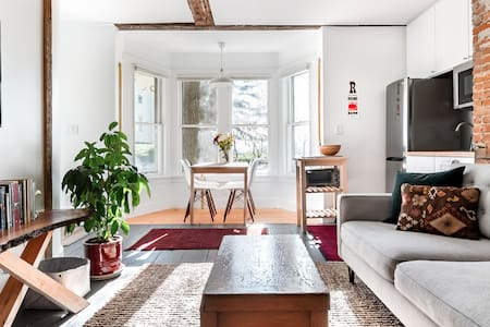 Guest Apartment in Renovated 1815 Residence
