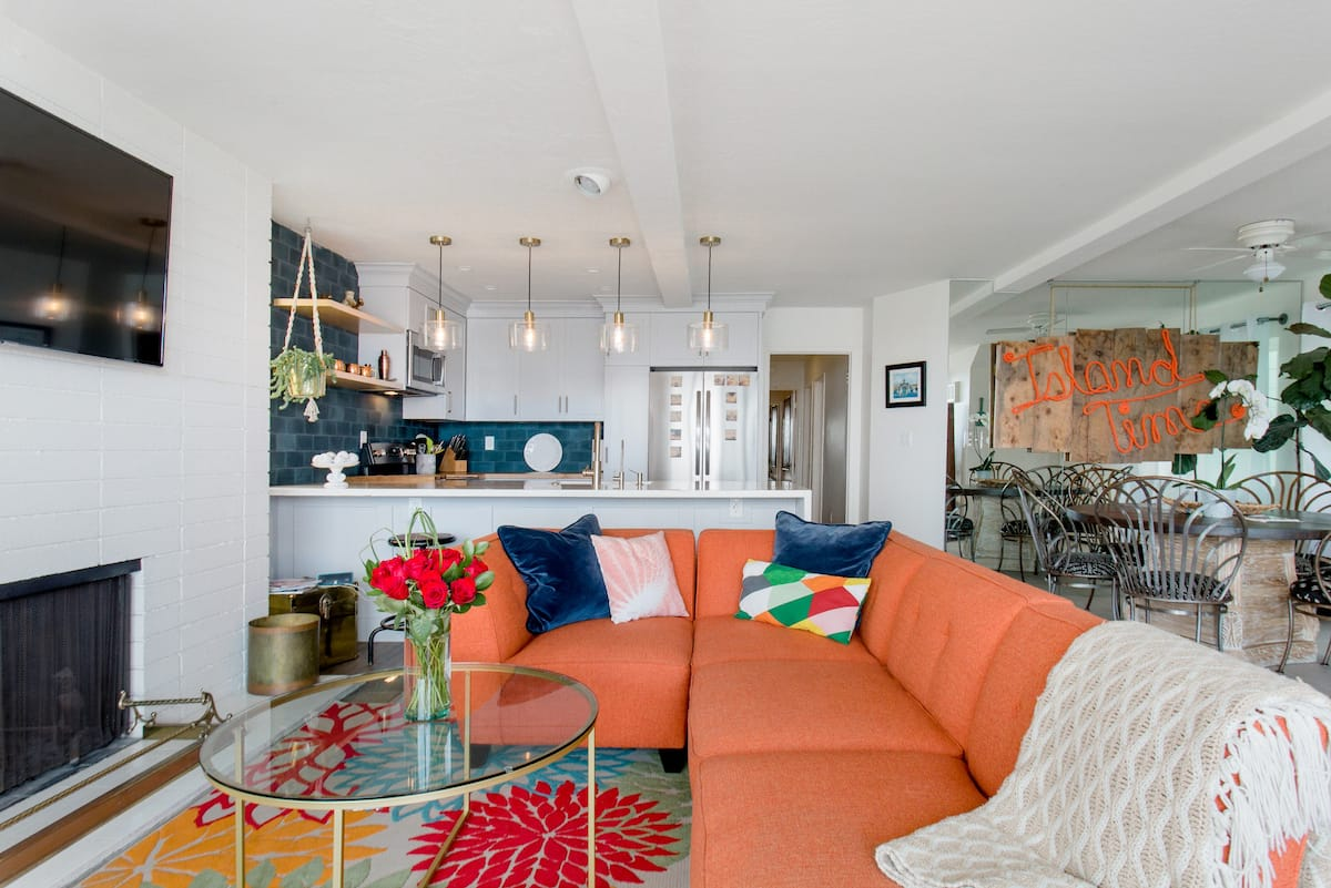 Vibrant Bayfront Holiday Apartment with Terrace