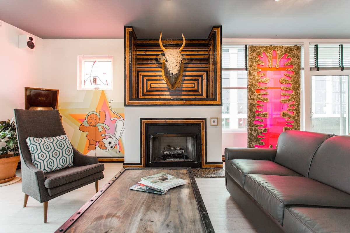 Unique, Handcrafted Art Gallery Condo in River West Chicago