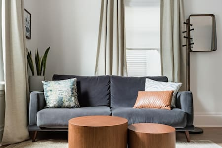 Cozy Apartment with Chic Design Close to Downtown