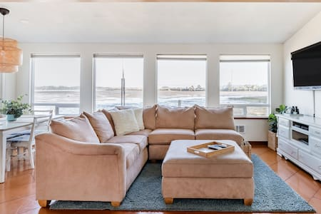 Bayview House - Beautiful Sunny Family Home With a View