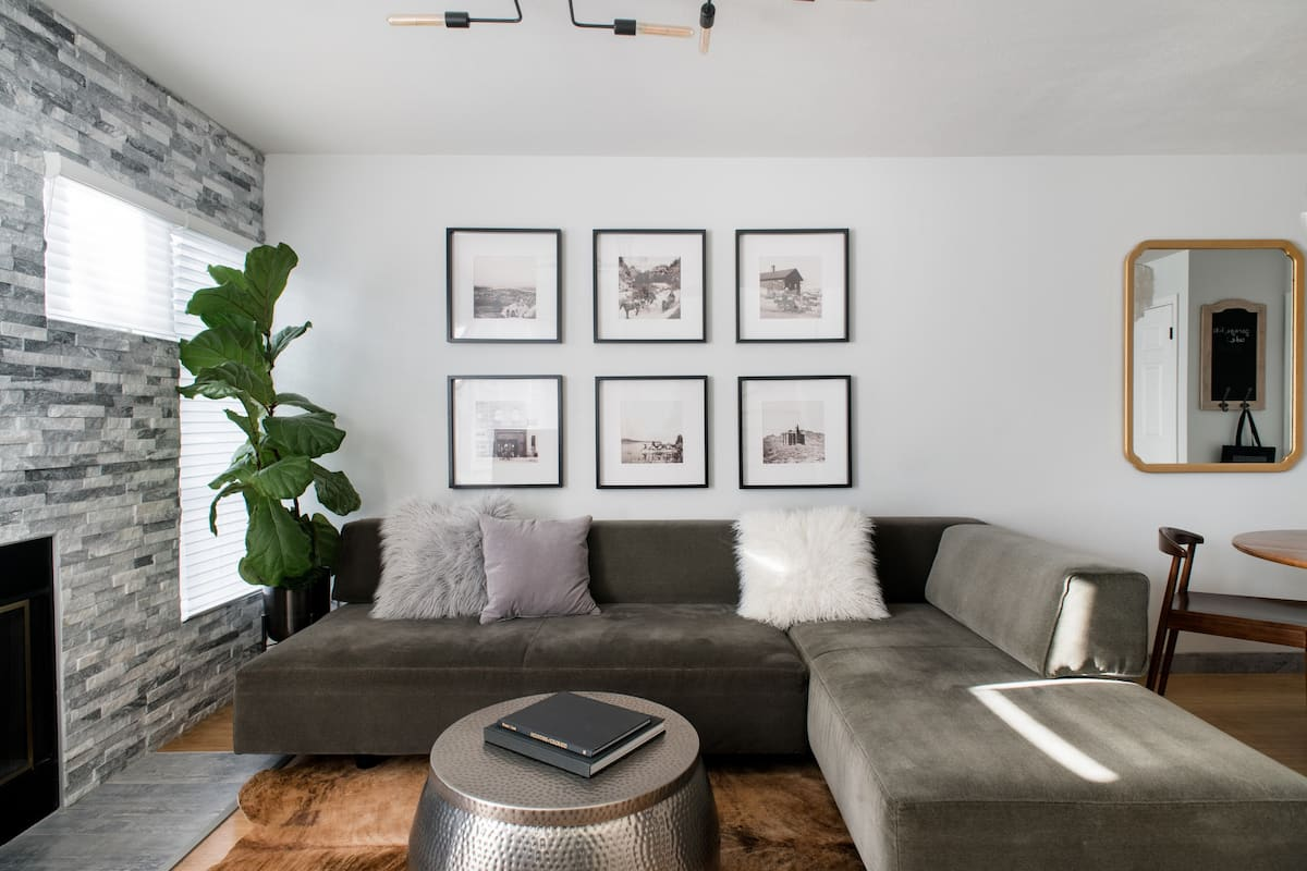 Walnut Mews - Downtown Living in Quiet Creekside Townhome