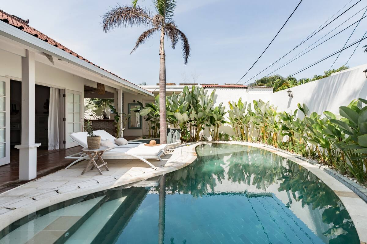 Walk to the Beach from this Gorgeous Designer Villa