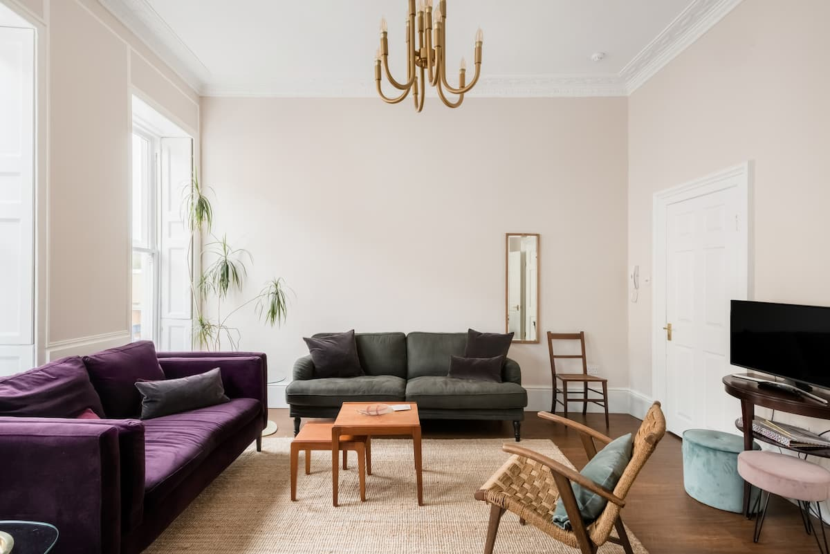 Walk Through Bath From a Central Townhouse