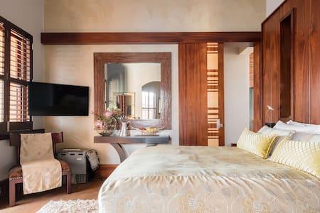Villa Alila Private Room in Eagle Canyon Golf Estate