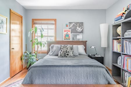 Artist's Guesthouse With a Boho Vibe Near Emory University