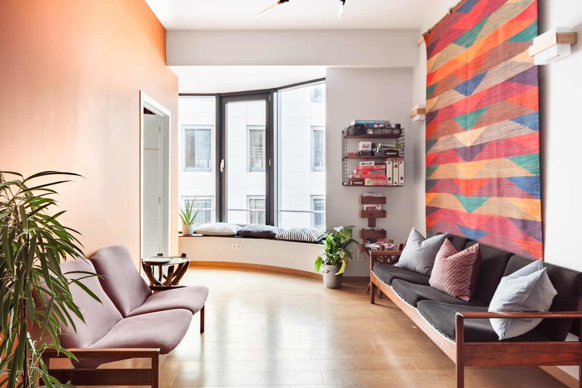 Bold Colors Vintage '50s Home for Big Groups in Bxl Center
