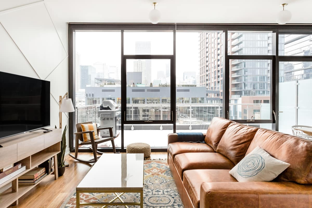 Ojai Luxe New Duplex Penthouse in River North