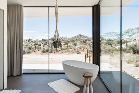 All-Glass Modern Joshua Tree Villa with Salt Water Pool/Spa