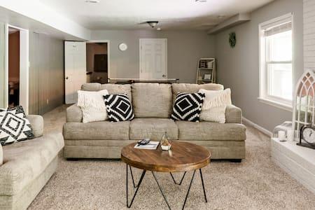 Basement Apartment in Hilltop Hideaway Home