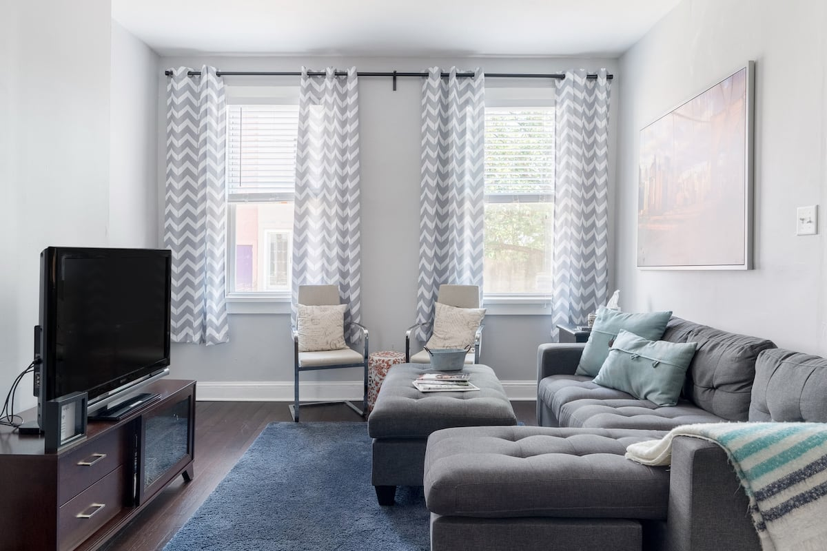 Comfy Renovated Fishtown Home With Parking