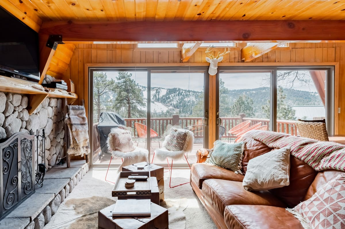 Retro Family Cabin in Moonridge Overlooking Bear Mountain