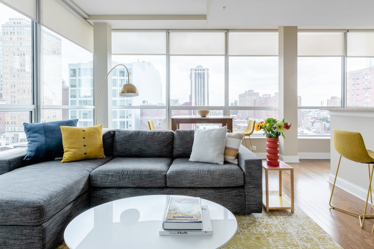 Apartment With Gym, Office & City Views In Rittenhouse Sq.