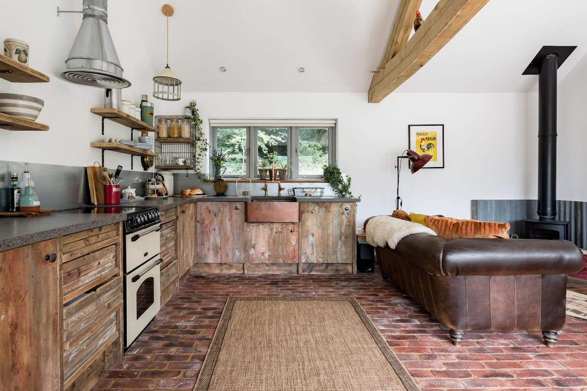 Oak Cabin in a Quiet Woodland Setting in the Blackdown Hills