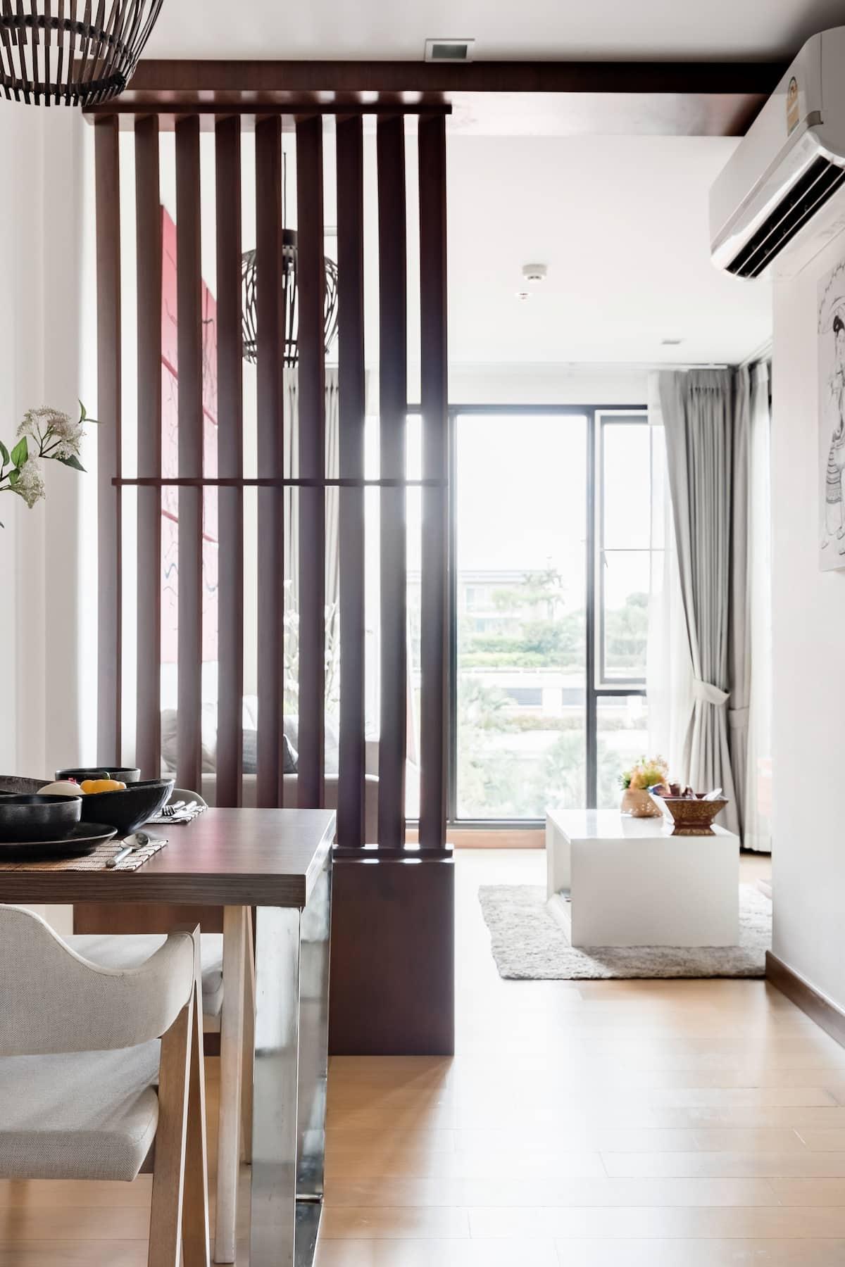 入住位于长康路的简约风公寓,在无边泳池旁饱览清迈的城市风光