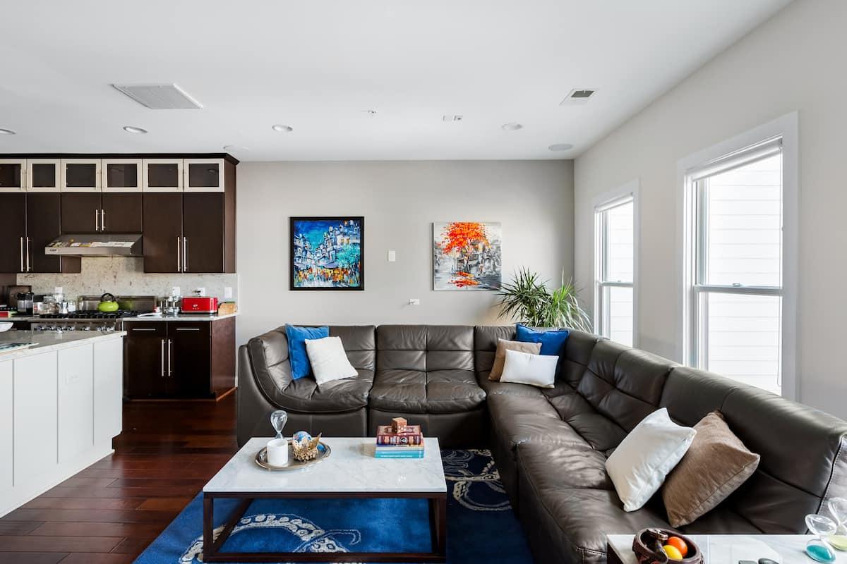 Spacious&Luxurious Penthouse   Logan Circle