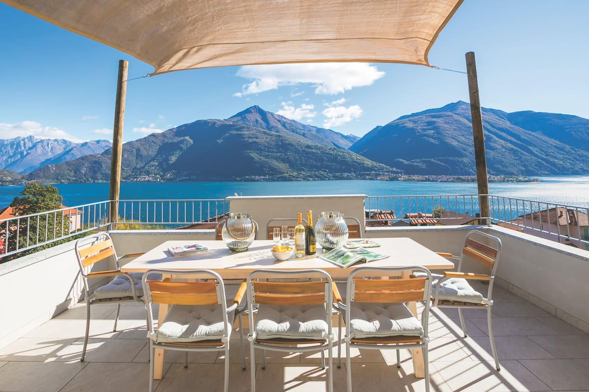 Panoramic Lake Views at Penthouse di Cremia