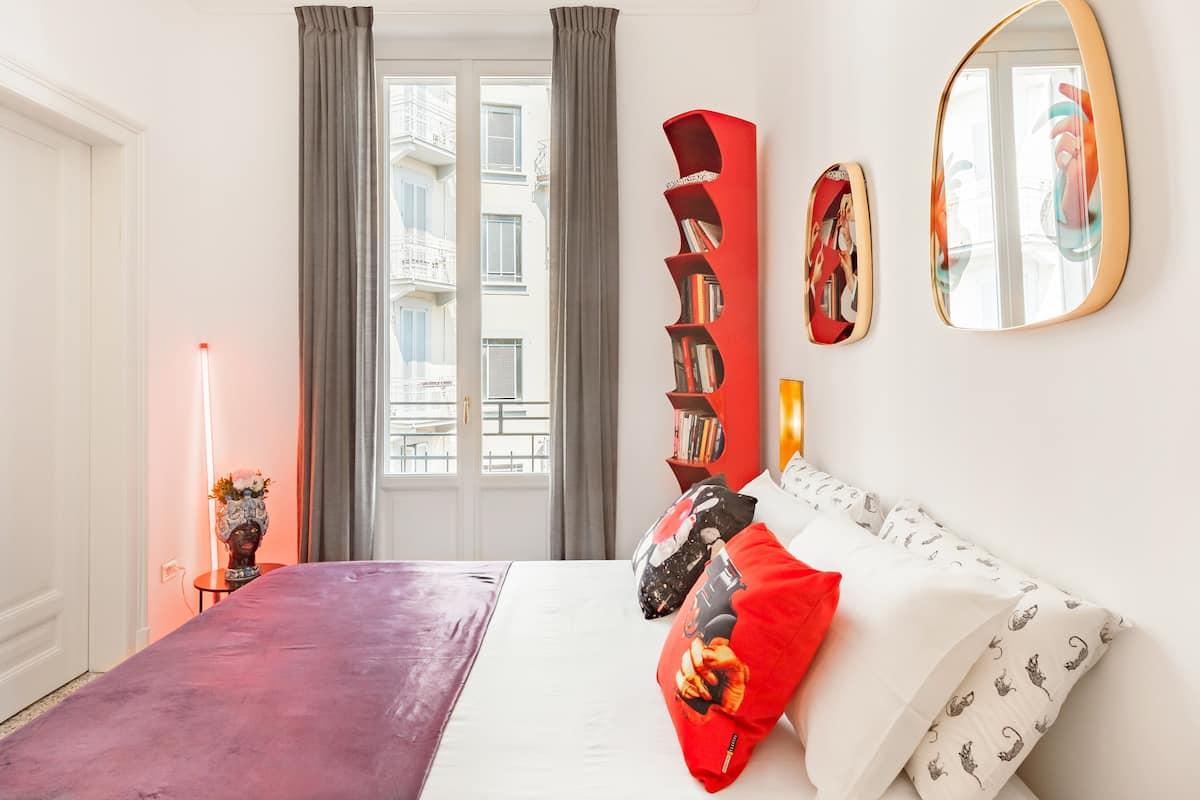 Elegant Porta Venezia Living in a Bold, Bijou Bolt-Hole