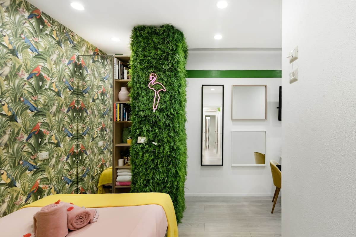 Colorful Parrot-Themed Apartment Close to the Coliseum