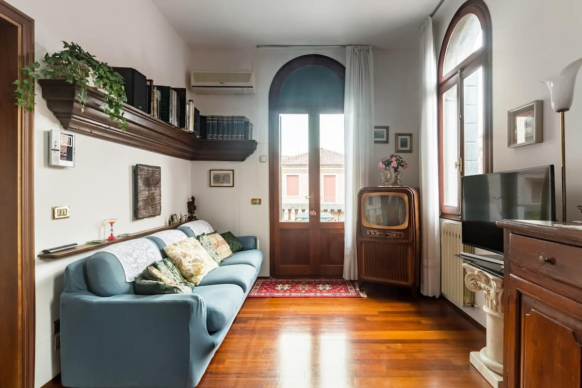 Ca' Bernardo Terrace, tranquillo appartamento in stile classico con terrazza