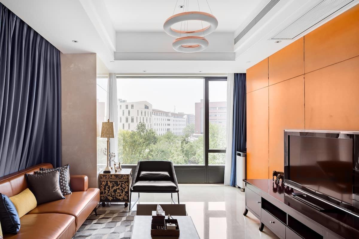入住轻奢复古风橙色三居室,到大露台看蓝天白云