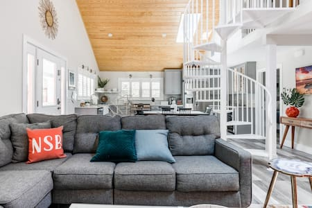 Remodeled Hideaway w/Pool in Historic Downtown NSB