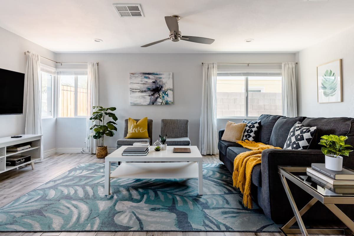 Casa Blanca—Remodeled Home Near Downtown