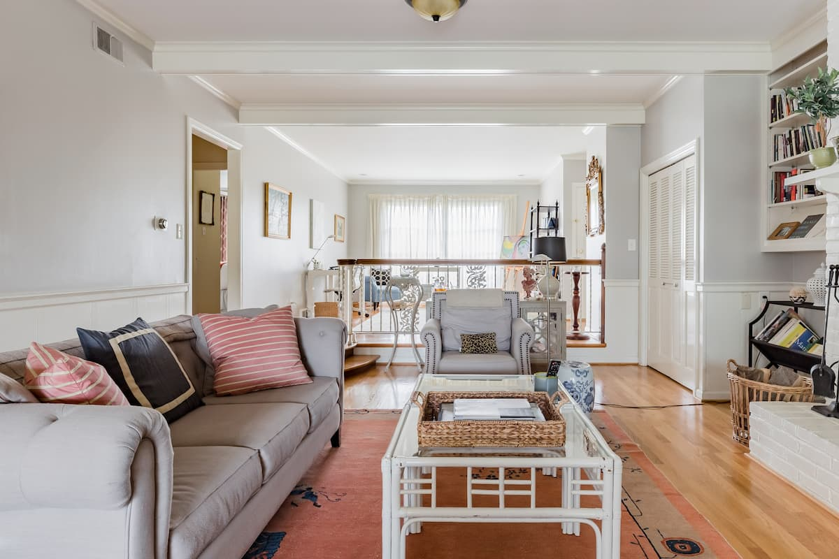 Sale Boutique-style Luxury in Quiet Setting Near Downtown