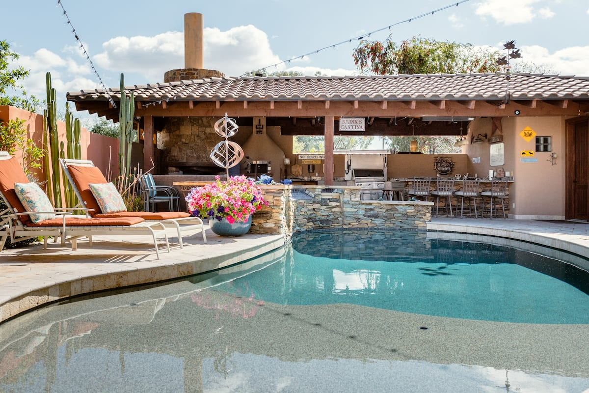 Central Scottsdale Detached Casita With Outdoor Ramada