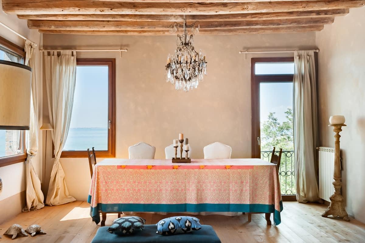 Luminoso appartamento con vista mozzafiato sulle isole e su San Marco