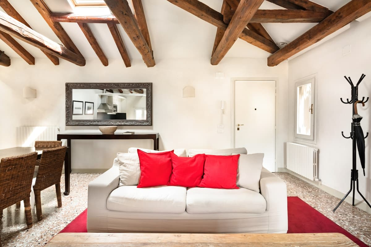 Ca' San Sebastiano Charming Apartment Overlooking the Canal