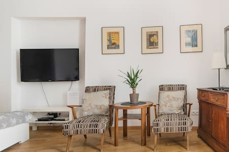 Modern, Relaxed Studio in Warsaw's Center
