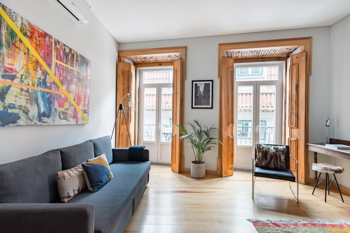Charming Flat with Balconies. AC. Central  Chiado District