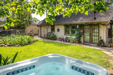 Oak Cliff Tiny House—Tranquil Oasis Near Bishop Art District