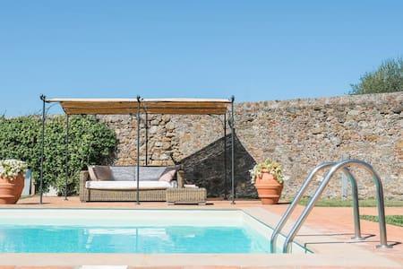 Villa con piscina privata sulle colline lucchesi