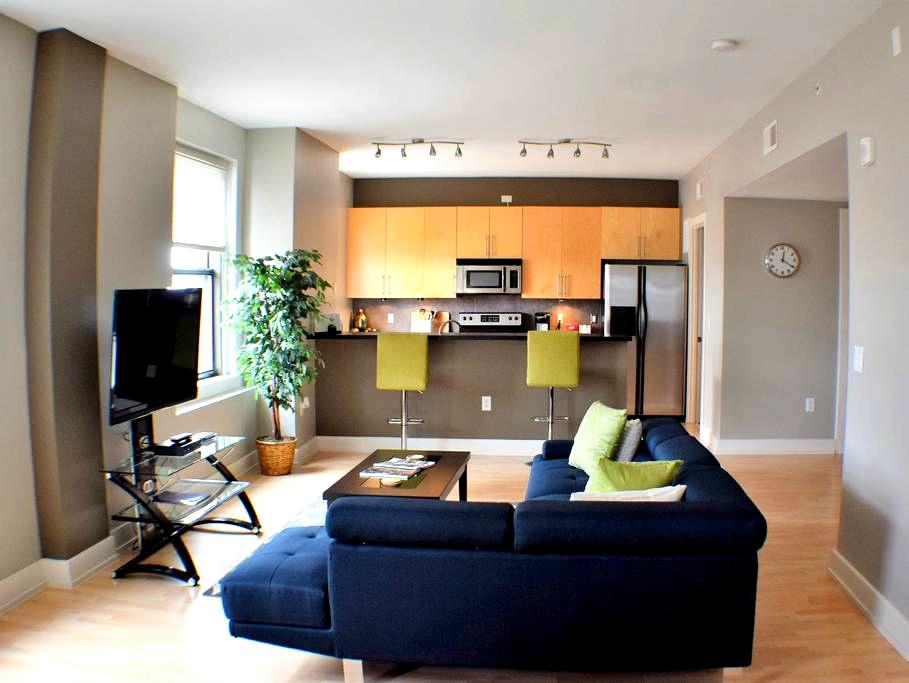Beautiful Condo in Heart of Downtown Des Moines! - Des Moines - Selveierleilighet