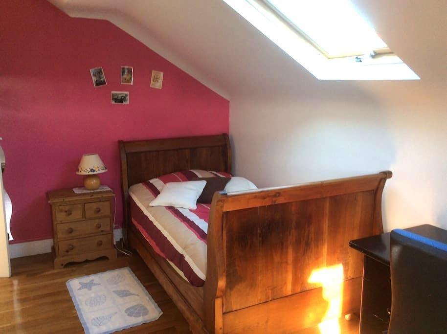 Chambre cosy sur jardin au calme - Dijón - Casa