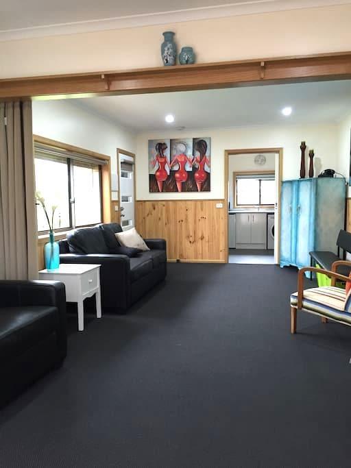 Private Detatched Studio Apartment - Highton - Leilighet