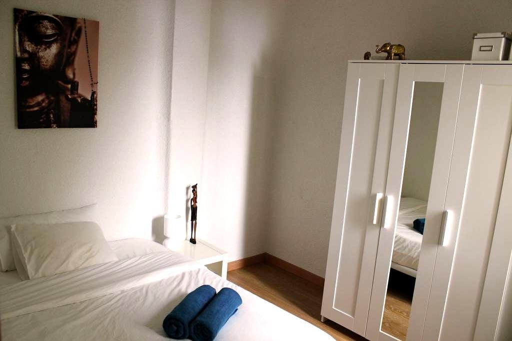 Quiet room in modern apartment. - Madrid