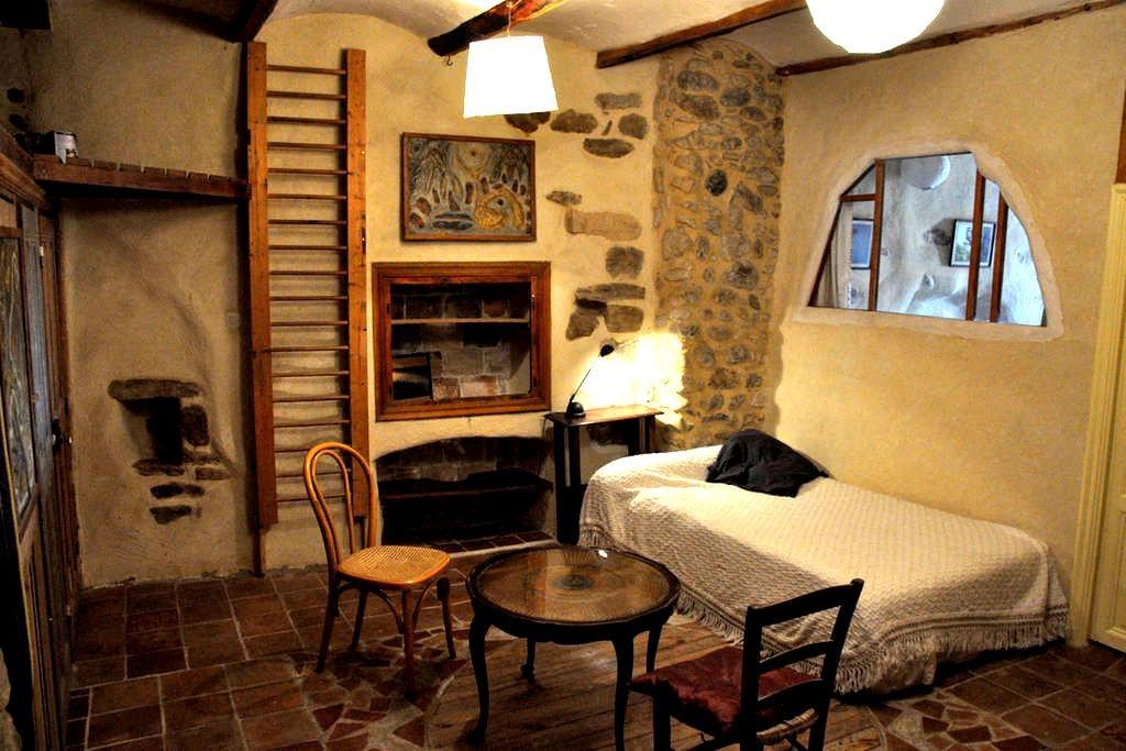 belle chambre dans maison d'artiste - Allègre-les-Fumades