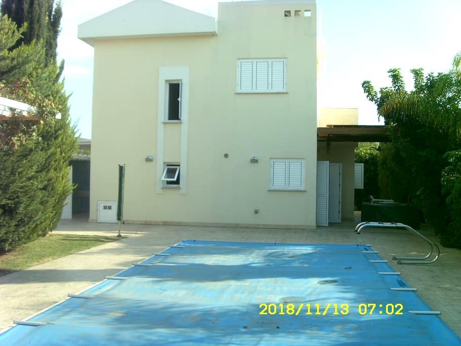 3 bedroom luxury villa by the beach - Perivolia