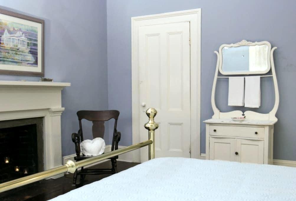 BnB -Jeff. Blue Room - near Tally - Monticello - Aamiaismajoitus