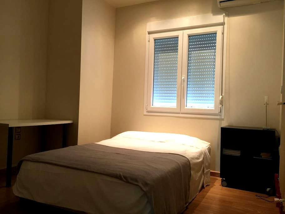 Room with privet bathroom in Athens - 雅典 - 公寓