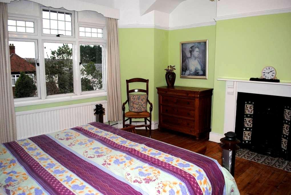 Beautiful room in Bridgend - Bridgend - House